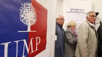 UMP-Mitglieder wählen in einem Wahllokal in Montpellier ihren neuen Parteichef