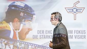 Der EHC Kloten im Fokus, die starke Region im Visier»: Hans-Ulrich Lehmann betritt, bestrahlt vom neuen Klub-Motto, das Podium der Medienkonferenz