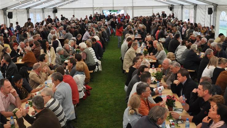 An der Gemeindeversammlung Bergdietikon vom 21. Juni 2010 nahmen rekordverdächtige 615 Personen teil. BHI