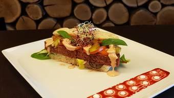 Sieht aus wie ein klassischer Burger, hat aber kein Fleisch drin: Der «Beyond Burger» kostet im «Meat's» 26 Franken. ZVG