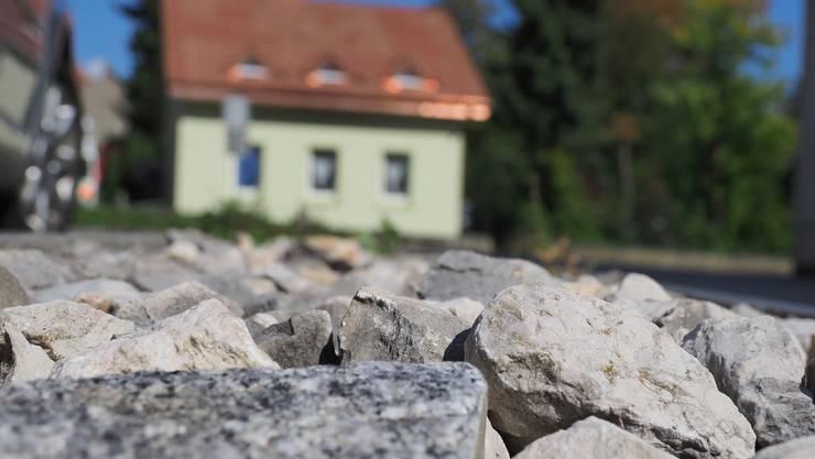Schottergärten beeinflussen nach Ansicht der Grünen das Mikroklima negativ. Via Motion wollen sie dem Stadtrat die Möglichkeit geben, Einfluss auf eine natur- und klimafreundliche Garten- und Grünflächengestaltung nehmen zu können.