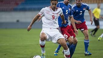 Der Schweizer Nassim Ben Khalifa verteidigt den Ball.