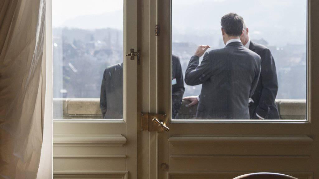 Niemand kennt die geheimen Winkel und Ecken des Bundeshauses sowie die Parlamentarierinnen und Parlamentarier besser als die Lobbyisten: Doch die Datenbank des Lobbyistenverbandes SPAG kennt die aktuellen Parlamentsmitglieder nur, wenn die richtigen Filter gesetzt wurden (Symbolbild).