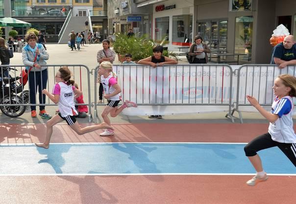 Die Sprinterinnen gaben alles, um so schnell wie möglich das Ziel zu erreichen.Alexander Wagner
