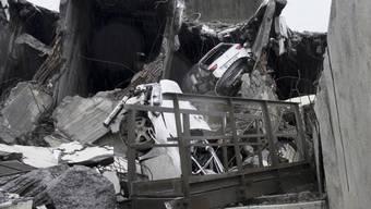 In den Trümmern könnten sich noch immer Vermisste befinden.