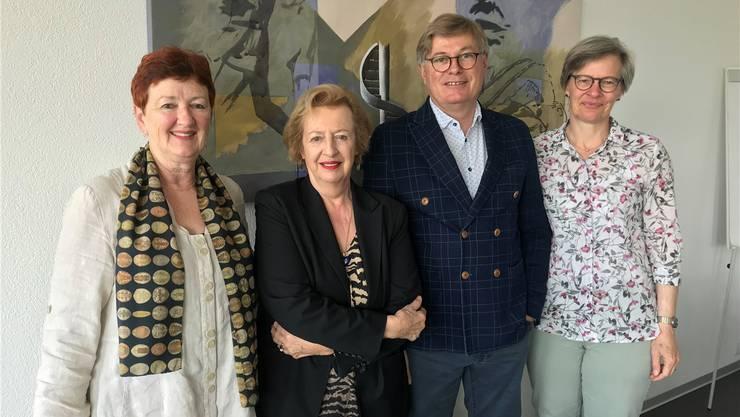 Von links die abtretende Präsidentin Iris Schelbert der Stadttheater Olten AG und die verabschiedete Verwaltungsrätin Madeleine Schüpfer sowie der neue Präsident Joe Birchmeier und die neue Verwaltungsrätin Regula Temperli.