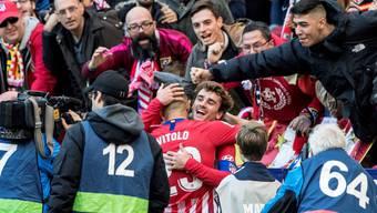 Antoine Griezmann freut sich mit Vitolo über das 2:0