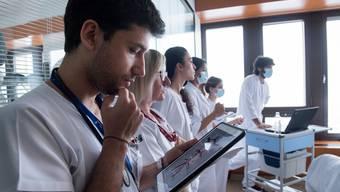 Daten über Patienten sollen künftig für alle Beteiligten einfach in einem elektronischen Patientendossier abrufbar sein. (Symbolbild)