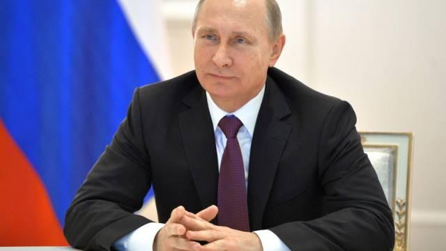 Wladimir Putin unterstreicht die Bedeutung der Krim (Archiv)