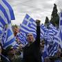 Sie wollen nichts wissen von einem nördlichen Nachbar mit Namen Nordmazedonien. Demonstranten am Sonntag in Athen.