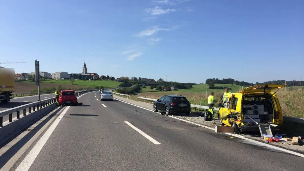 71-Jährige fährt nach Sekundenschlaf in Pannenhilfsfahrzeug