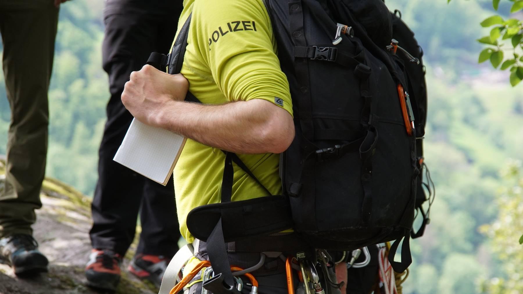 Die Alpine Einsatzgruppe der Kantonspolizei untersucht den Unfall.