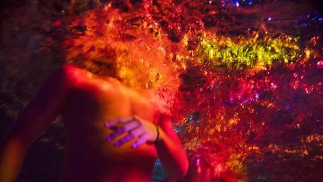 Andrang zu Korallen-Performance von Pipilotti Rist