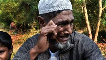 Von der Regierung fortgejagt: Ein Vertriebener weint.
