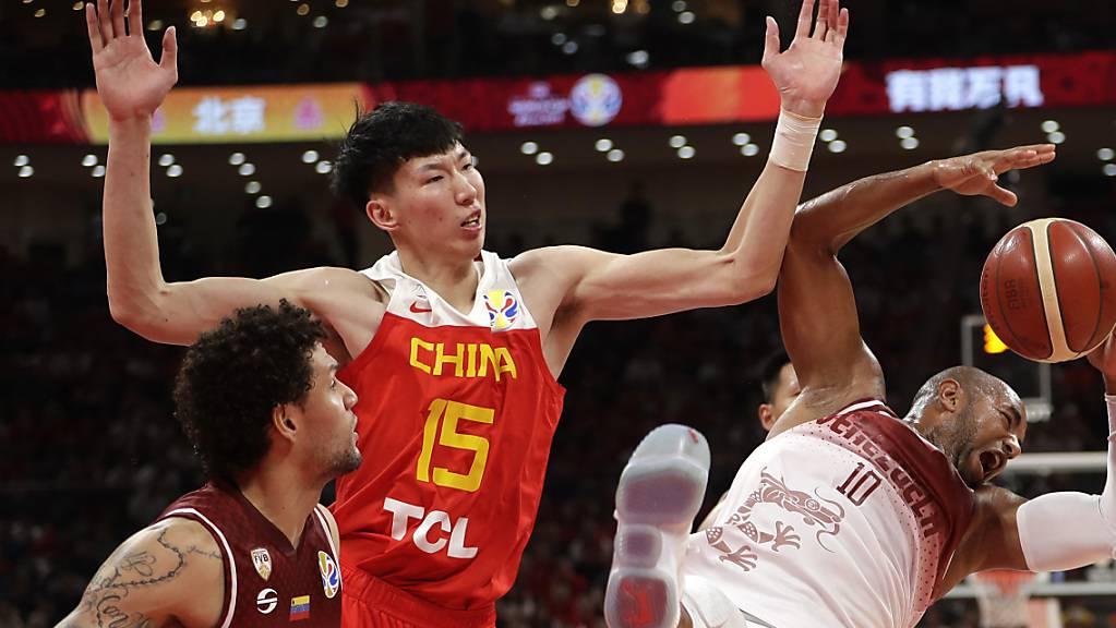 Zhou Qi (Mitte) scheitert mit Gastgeber China bereits in der WM-Vorrunde