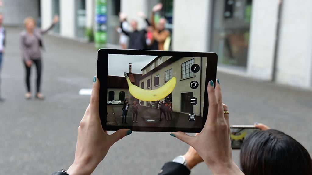 Im öffentlichen Raum von Dornbirn A gibt es bis Ende Oktober 16 virtuelle Skulpturen von Erwin Wurm zu entdecken.