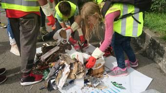 Clean-up-day in Unterengstringen: Die Primarschule hat aufgeräumt.