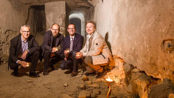 Von links: Christoph Weber-Berg von der Reformierten Landeskirche, Luc Humbel von der Römisch-katholischen Kirche, Pfarrer Gregor Tolusso und seine reformierte Kollegin Dagmar Bujack in der «Hölle» von Aarau – den Meyerschen Stollen.