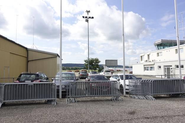 Anstelle des Mitarbeiterparkplatzes wird hier der REGA-Hangar hinkommen.
