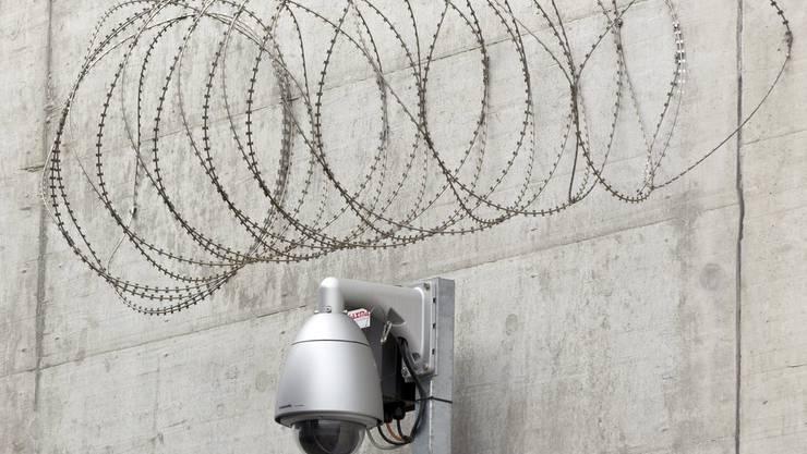 Zur Strafe muss der 53-Jährige für 27 Monate ins Gefängnis. (Symbolbild)