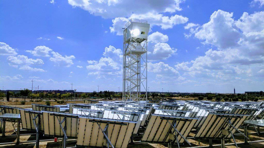 In Madrid steht eine zweite Solarraffinerie der ETH in Form eines Turmes.