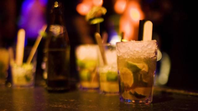 Klar ist: Auf der Feier wurde viel Alkohol getrunken (Symbolbild)