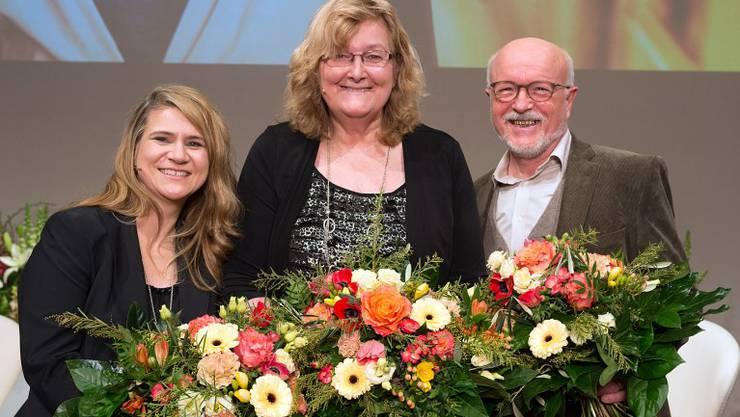 Die beiden Gewinnerinnen und der Zweitplatzierte: v.l. Tanja Reusser, Esther Schönmann und Rolf Geiser