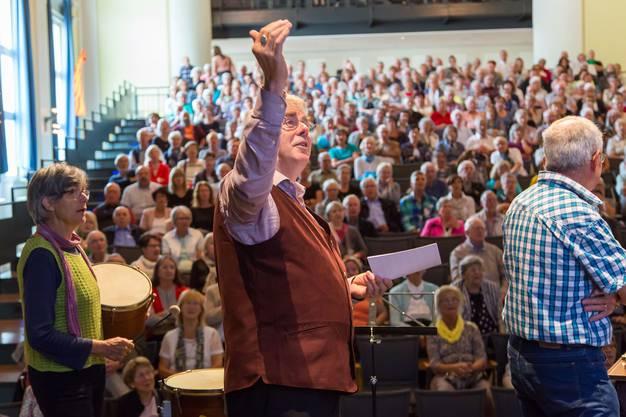 Organist Rene Dublanc brachte den ganzen Saal zum Singen.