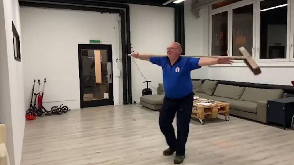 Tanzender Putzmann begeistert mit «sauberen» Dance Moves!