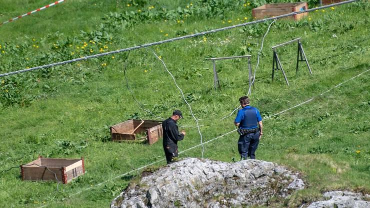 Der von der Polizei abgesperrte Unfallstelle nach dem Arbeitsunfall, der bei Revisionsarbeiten des «Titlis-Xpress» von Engelberg nach Trübsee auf der Gerschnialp passierte.