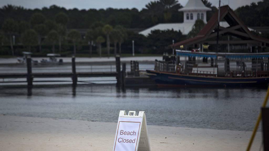 Was wusste der Walt-Disney-Konzern von der Gefahr in seinem Resort? Der Strand wurde nach einer tödlichen Alligatoren-Attacke auf einen Zweijährigen geschlossen.