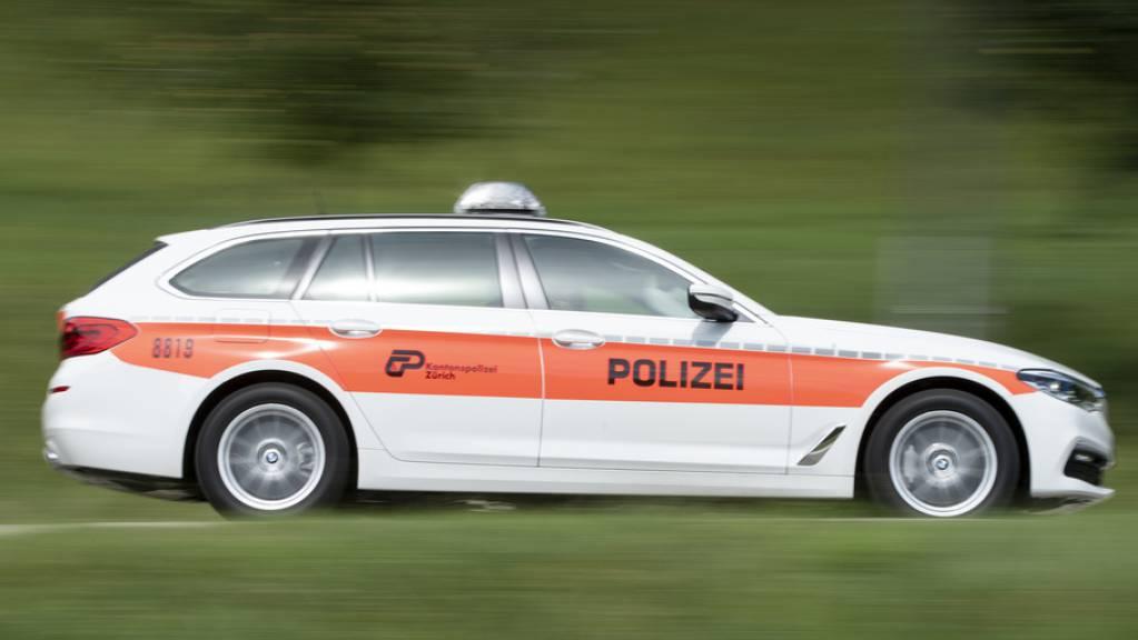 Ein mutmasslicher Schlepper und zwei illegal eingereiste Afghanen hat die Zürcher Kantonspolizei am Mittwochabend verhaftet. Nun sucht sie allfällige Hintermänner. (Symbolbild)