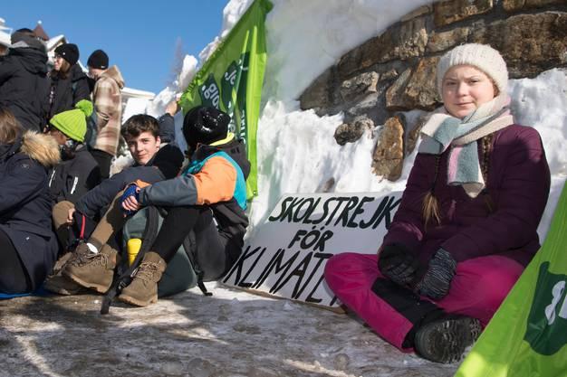 Demonstration gegen den Klimawandel: Greta Thunberg machte im vergangenen Januar am WEF in Davos auf ihr Anliegen aufmerksam. Bild: Laurent Gilliéron/Keystone (Davos, 25. Januar 2019)