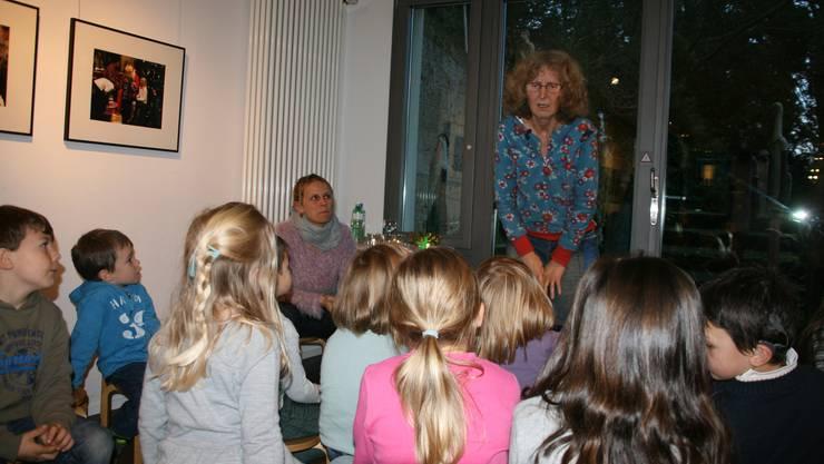 Die Erzählerinnen Regula Waldispühl (rechts) und Sylvia Spiess erwecken