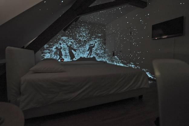 Andreas Mattles Werk wird erst sichtbar, wenn kein Licht den Raum erhellt.