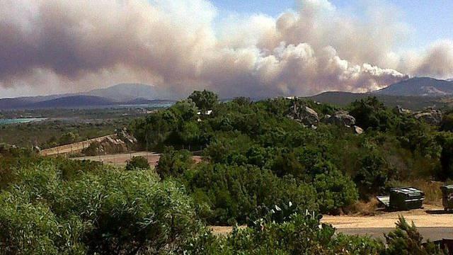 Hunderte Menschen flüchteten vor dem Feuer