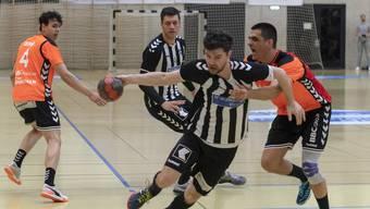 Yannick Ebi (M.) und sein Verein, der RTV Basel, müssen sich heute gegen Schaffhausen durchsetzten.