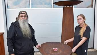 Klaus und Monika Wunderle vermieten neuerdings Feuerschalen.