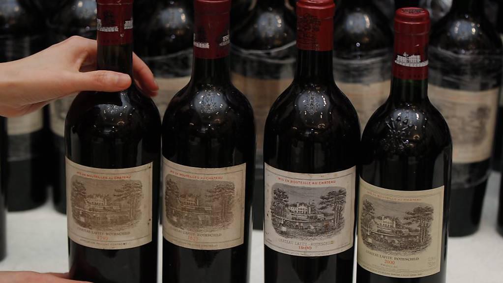 Mehrere Flaschen Château Mouton Rothschild stahl und trank ein Weindieb in Menzingen. (Symbolbild)