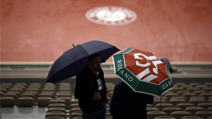 Regenfälle bringen die Veranstalter der French Open einmal mehr in Not.
