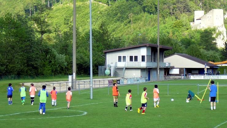 Junioren beim Training auf dem Sportplatz Moos: Für sie ändert nichts. pwb