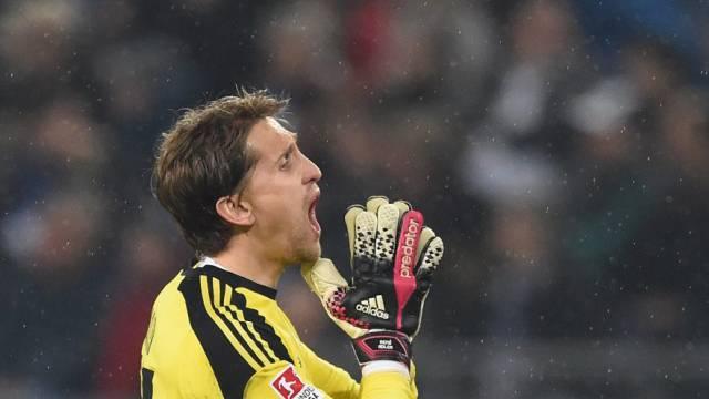 Nach Fehlgriff: HSV-Keeper Adler rettet in Schlussphase den Sieg