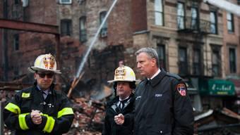 Rettungskräfte bergen Todesopfer nach Hauseinsturz in New York