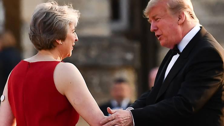 US-Präsident Donald Trump hat in einem Interview die sanfte Brexit-Strategie der britischen Premierministerin Theresa May kritisiert.