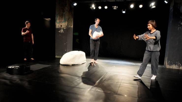 Tanz im Campus Attisholz Nord mit Oleg Kaufmann, Tanzpartner Bryce Kasson  (links) und Choreografin Marion Dieterle.