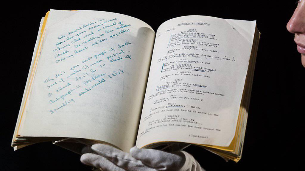 """Drehbuch zu """"Breakfast at Tiffany's"""" mit handschriftlichen Anmerkungen von Audrey Hepburn"""