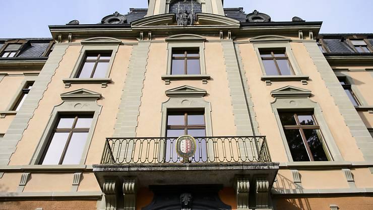Das Bezirksgericht Sitten verurteilte den ehemaligen Polizisten am Mittwoch zu zehn Jahren Gefängnis. (Archivbild)