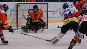 Urdorfs Goalie Florian Wassmer hält stark, kann die Niederlage aber auch nicht verhindern.