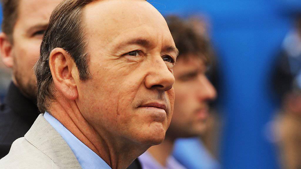 Der beschuldigte US-Schauspieler Kevin Spacey will Anfang Januar nicht persönlich zu einem Gerichtstermin erscheinen. (Archivbild)