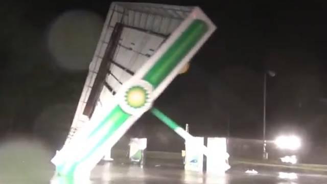 «Florence» räumt Tankstelle ab und schliesst Menschen ein